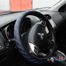 Оплетка на руль - черная с синим ромбом