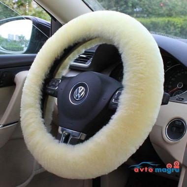 Белая меховая оплетка на руль