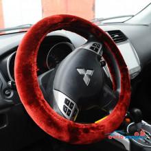 Бордовая меховая оплетка на руль