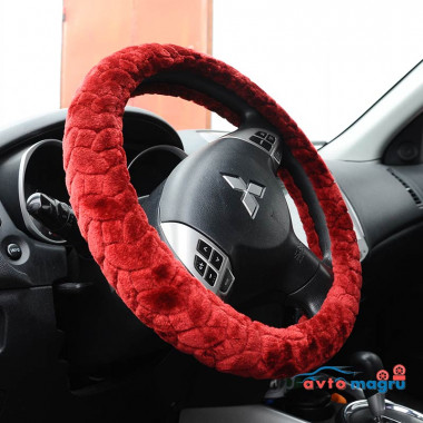 Красная меховая оплетка на руль