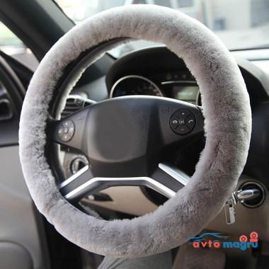 Серая меховая оплетка на руль