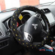 Черная велюровая оплетка на руль с желтой строчкой в виде ромба