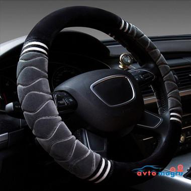 Серая велюровая оплетка на руль с черными вставками