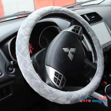 Серая велюровая оплетка на руль со строчкой в виде ромба