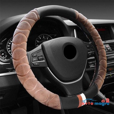 Светло-коричневая велюровая оплетка на руль с черными вставками